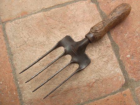 hand-fork-g1-jpg